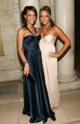 Rihanna &amp;amp; Amanda Bynes @ CFDA Fashion Awards (x1 UHQ)