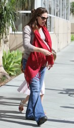 Дженнифер Гарнэр, фото 8444. Jennifer Garner takes her daughters to a public library, Santa Monica, february 23, foto 8444