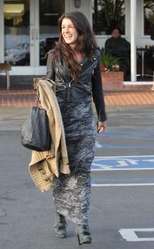 Шенэй Граймс, фото 2004. Shenae Grimes - Lunching in LA - Feb. 29, 2012, foto 2004